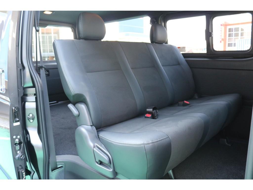 セカンドシートは非常に広くゆったりとお座りいただけます!