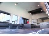 車中泊で活躍する内容の装備に加えてアルパイン製ナビ・フリップダウンを装着した快適高級仕様!