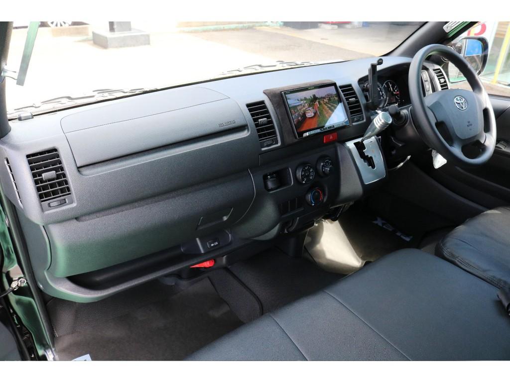 純正オプションもしっかり!助手席エアバックに合わせてAC100Vも付いております!