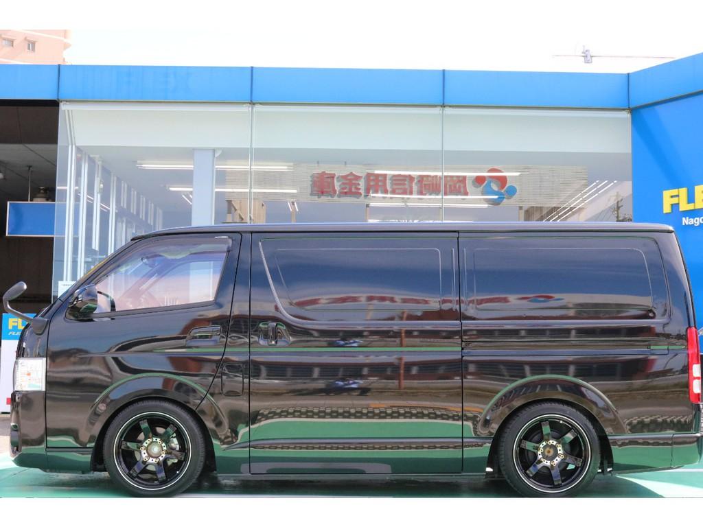 こちらの車両ハイエース名古屋店に在庫しております!