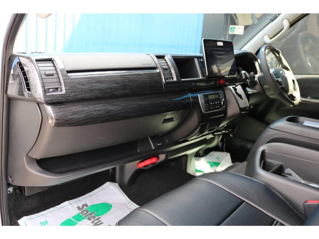 黒木目で統一されたインテリア!!高級感溢れますね♪ | トヨタ ハイエース 2.7 GL ロング ミドルルーフ TSS付 アルパインパッケージ