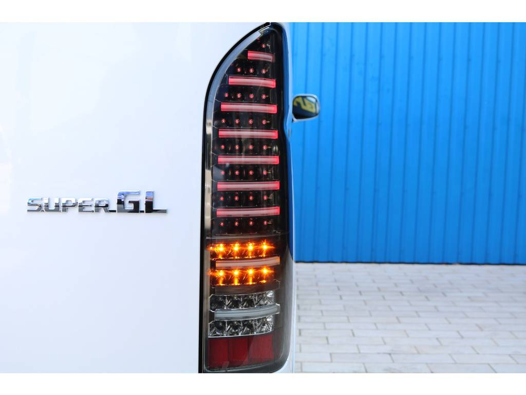 新作 ヴァレンティ LEDテール(流れるウインカー機能付き) | トヨタ ハイエースバン 2.8 スーパーGL ダークプライムⅡワイド ミドルルーフ ロングボディ ディーゼルターボ DPⅡ 小窓付き