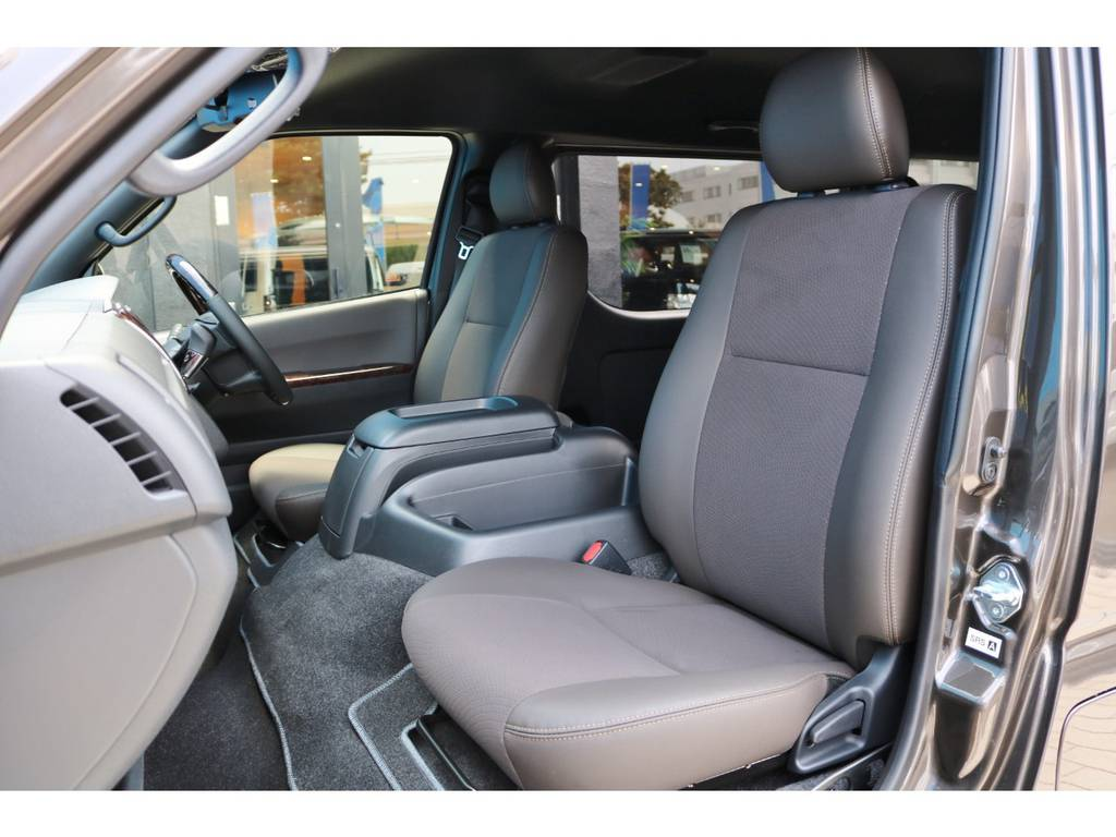 専用シート色 ダークブラウン | トヨタ ハイエースバン 2.8 スーパーGL 50TH アニバーサリーLTD ワイド ミドルルーフ ロングボディ Dターボ グラファイトメタリック
