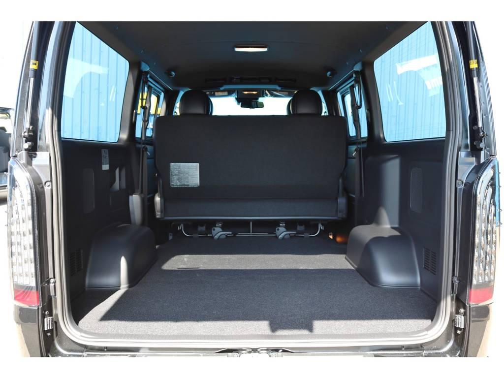 広々としたラゲッジスペース!お仕事にはもちろん、トランポやベッドキットを取り付けて車中泊などにもおすすめです♪ | トヨタ ハイエースバン 2.0 スーパーGL 50TH アニバーサリー リミテッド ロングボディ 415コブラフルエアロカスタムパッケージ