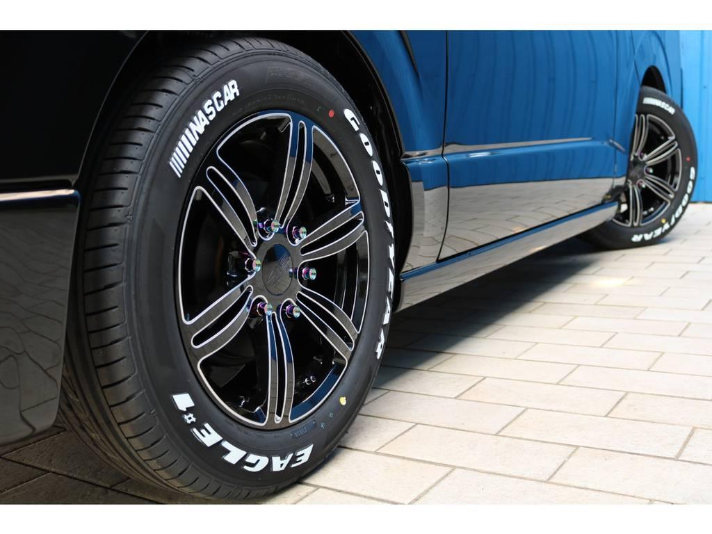 415コブラ バッドラッカー17インチアルミホイール&グッドイヤー ナスカータイヤ・415コブラ ヒートルージュクロモリ鍛造ナット | トヨタ ハイエースバン 2.0 スーパーGL 50TH アニバーサリー リミテッド ロングボディ 415コブラフルエアロカスタムパッケージ