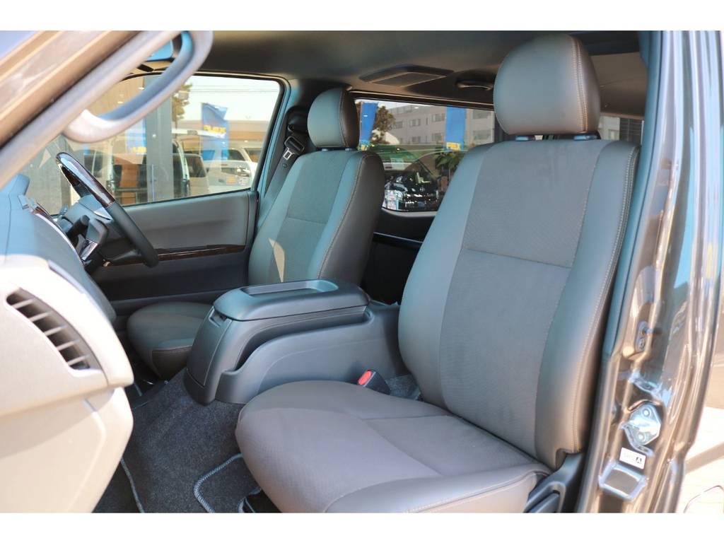 専用シート色 ダークブラウン | トヨタ ハイエースバン 2.8 スーパーGL 50TH アニバーサリー リミテッド ロングボディ ディーゼルターボ Ver4-50th(4X7)