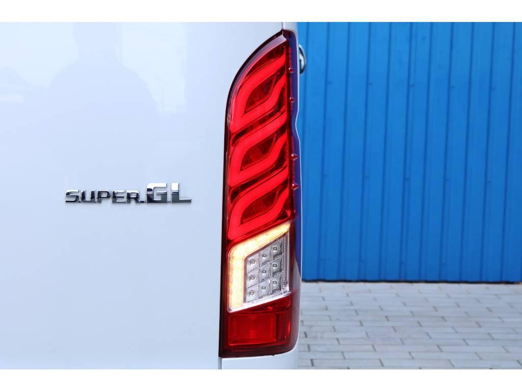 FLVプレミアムLEDテールランプ   トヨタ ハイエースバン 2.0 スーパーGL ダークプライム ロングボディ 4型6AT