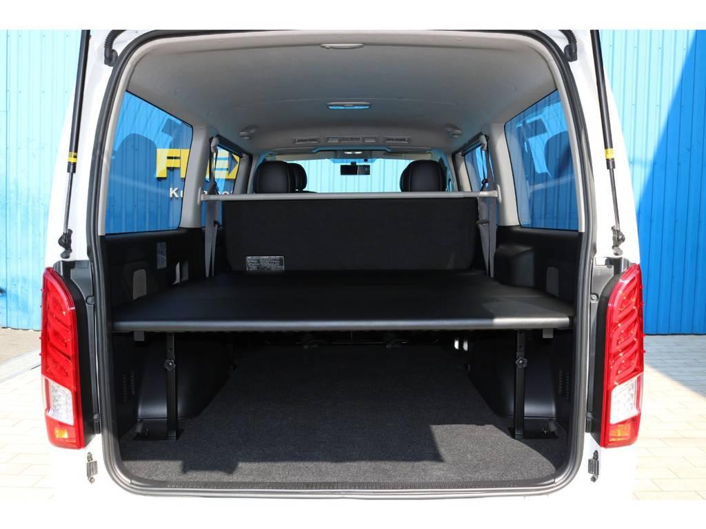ベッド下にはスペースもあり、荷物も収納出来ます!   トヨタ ハイエースバン 2.0 スーパーGL ダークプライム ロングボディ 4型6AT