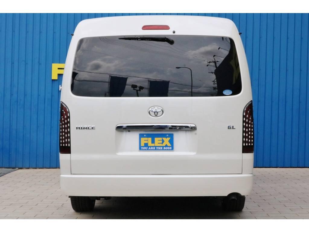 現車在庫中につき即納車可能です!オーダーの場合は納期もかかりますので、お早めにお問い合わせください。全国納車も承ります!お気軽に熊本店までお問い合わせください!TEL096-386-6039 | トヨタ ハイエース 2.7 GL ロング ミドルルーフ TSS付 シートアレンジVer2