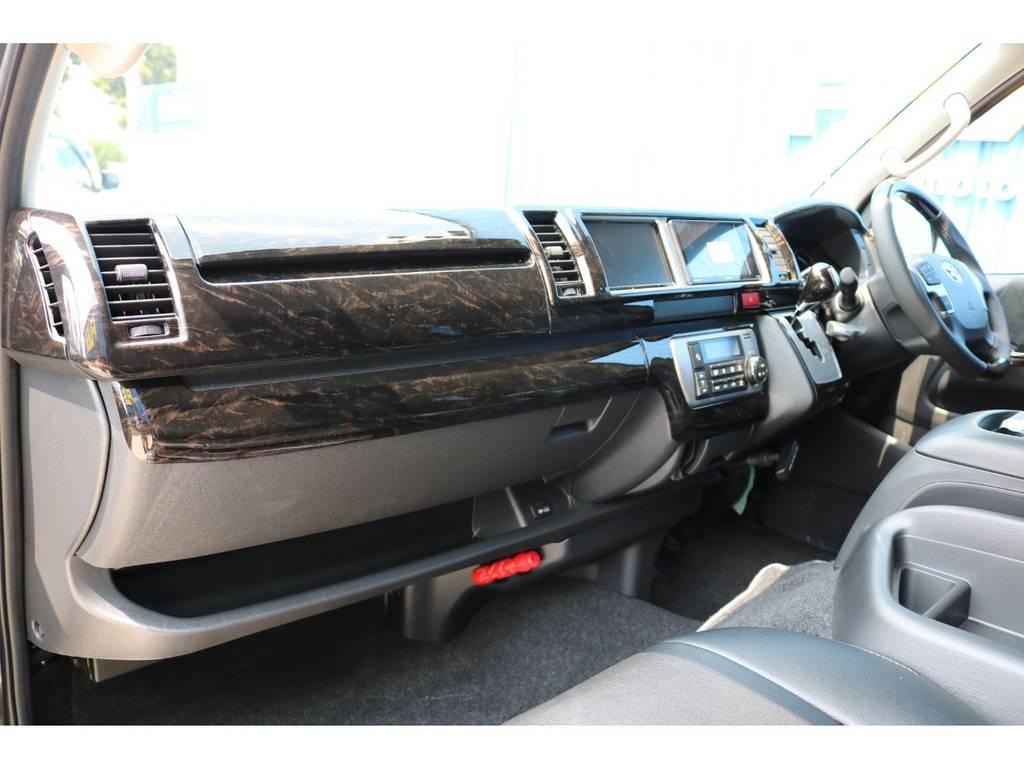マホガニー黒木目インテリアパネルで高級感を演出♪ | トヨタ ハイエース 2.7 GL ロング ミドルルーフ TSS付 シートアレンジVer2