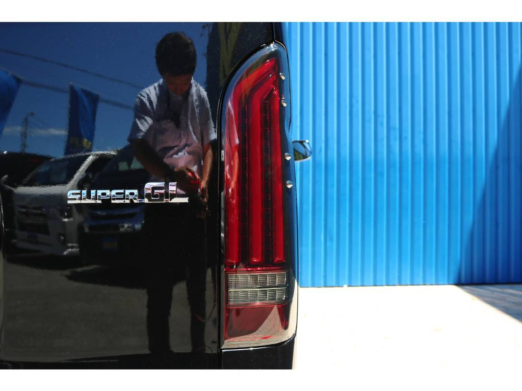 FLEXオリジナル アルティメットLEDテールランプ | トヨタ ハイエースバン 2.0 スーパーGL ダークプライムⅡ ロングボディ DPⅡ FLEXフルカスタム