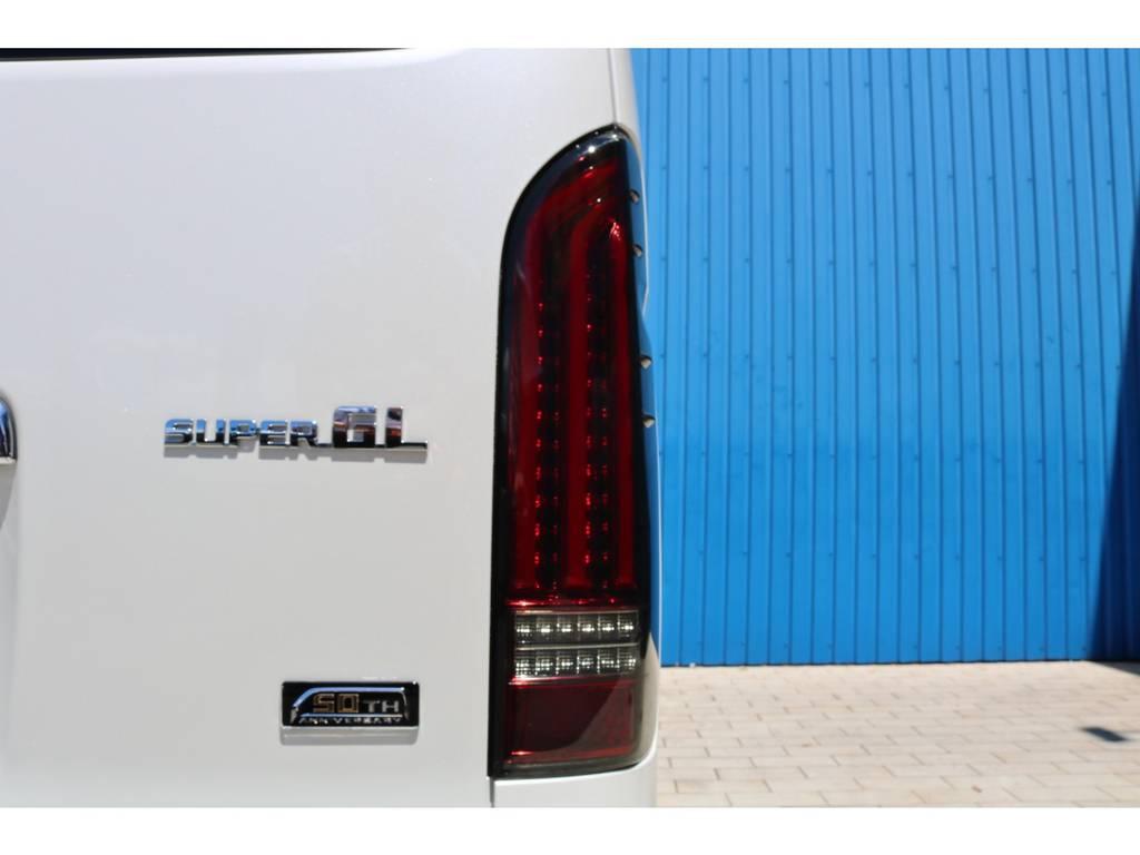 FLEXオリジナルアルティメットLEDテールランプ! | トヨタ ハイエースバン 2.8 スーパーGL 50TH アニバーサリー リミテッド ロングボディ ディーゼルターボ 50TH FLEXフルカスタム