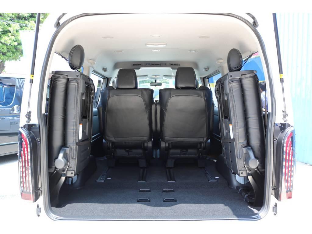 4列目シートを跳ね上げると、ラゲッジスペースとしてもお使い頂けます! | トヨタ ハイエース 2.7 GL ロング ファインテックツアラー FLEXカスタム