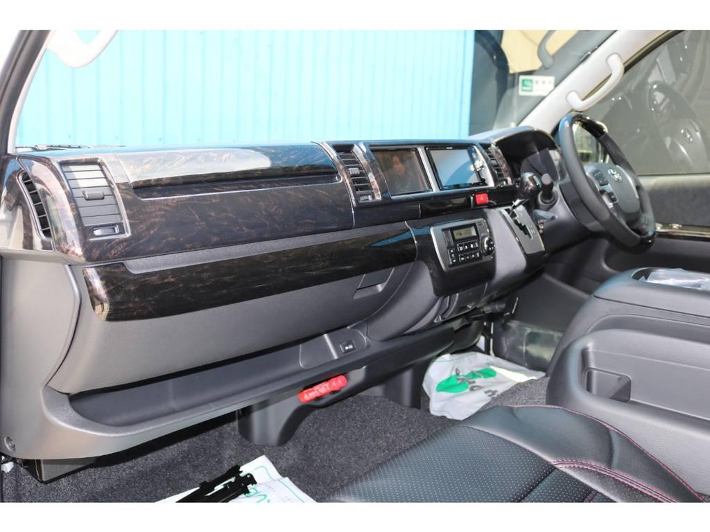 マホガニー調黒木目インテリアパネル! | トヨタ ハイエース 2.7 GL ロング ファインテックツアラー FLEXカスタム