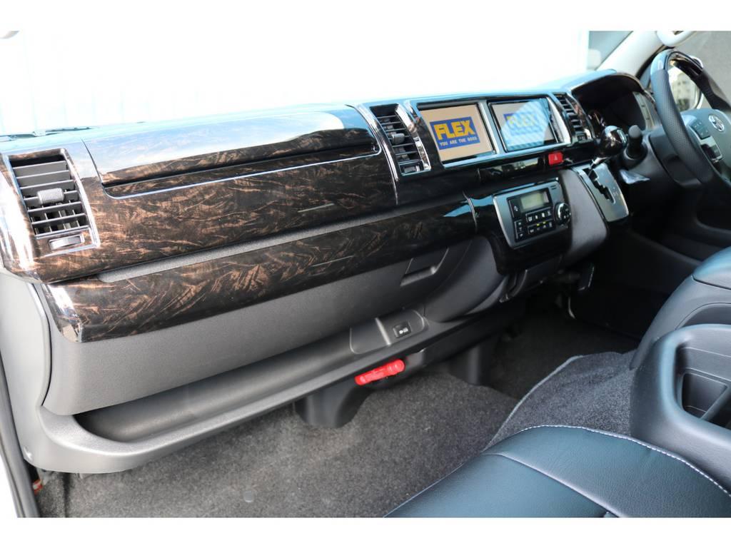 マホガニー黒木目インテリアパネルで高級感を演出♪ | トヨタ ハイエース 2.7 GL ロング ミドルルーフ TSS付アレンジAS