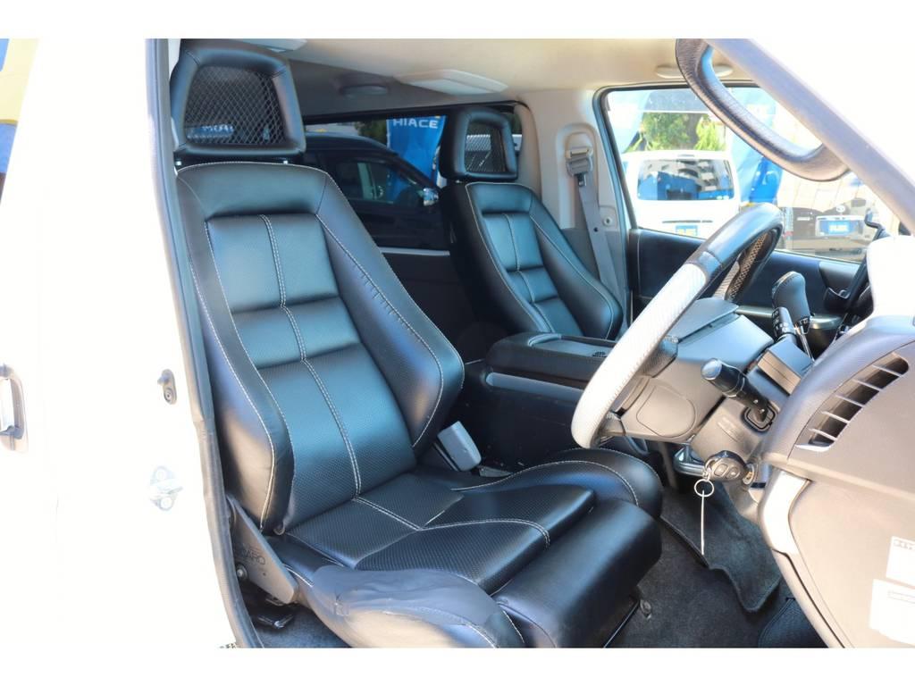 運転席&助手席はレカロシートを装着済み!