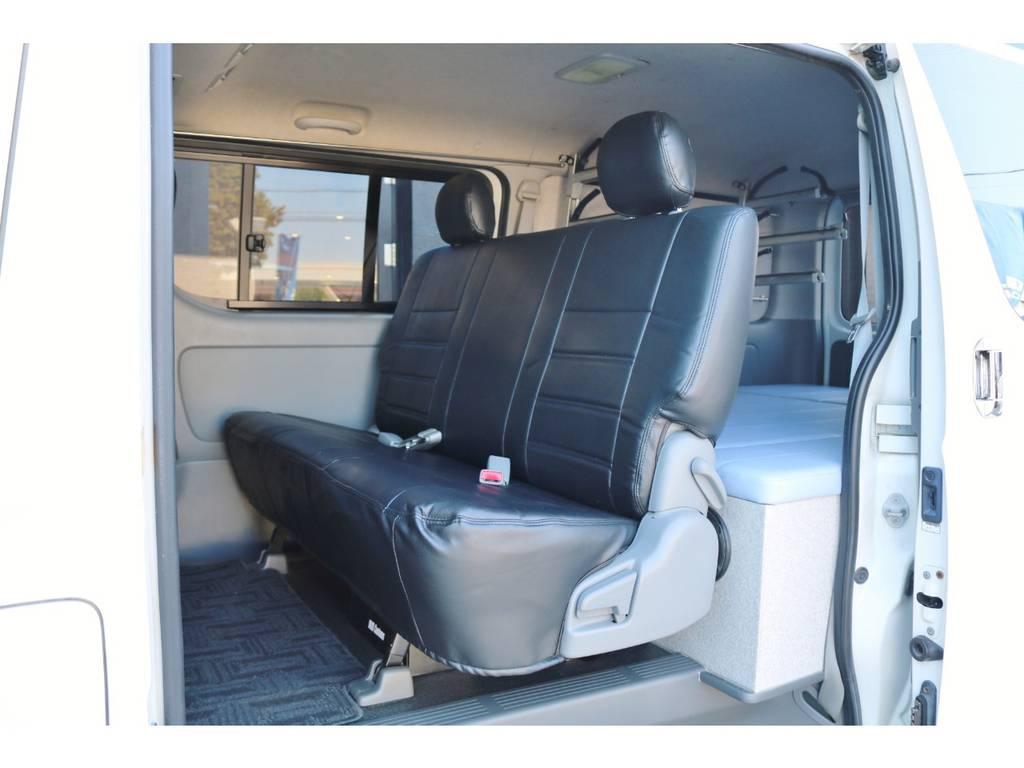 後部座席ももちろん専用シートカバー付きです。