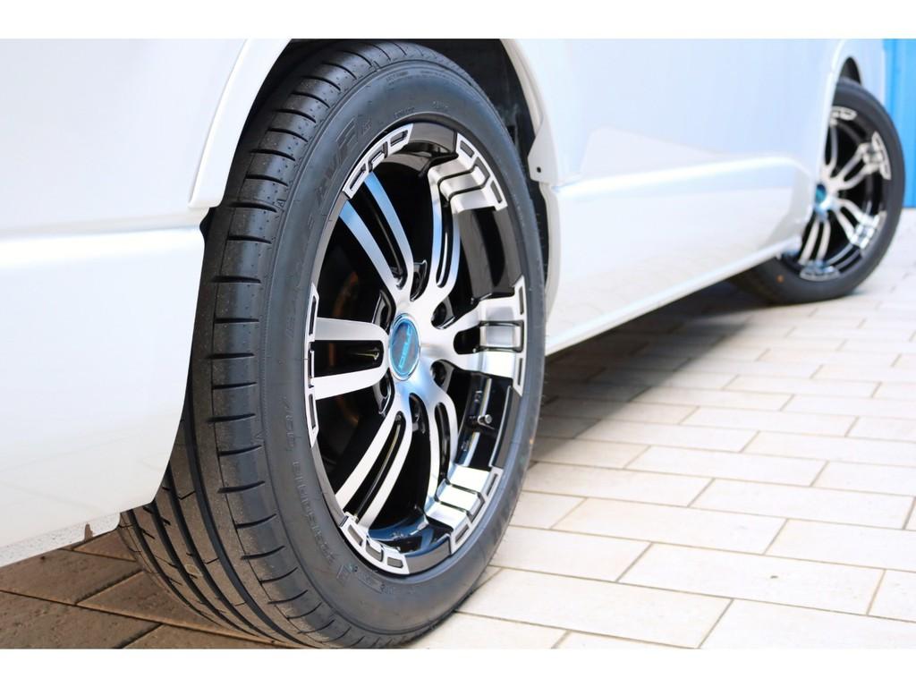 足元にはDelf02 18インチアルミホイール&ナスカータイヤをセット!ダウンルックにも効果的なフレックスオーバーフェンダー付き!