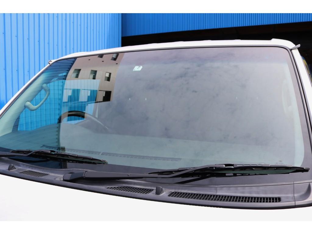 フロントガラスはデザイン性も高いクールベールガラスに変更されております!