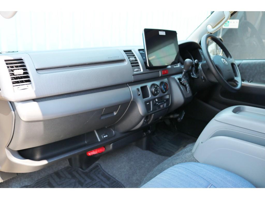 新車時オプションの助手席エアバッグやAC100V電源コンセントも完備!