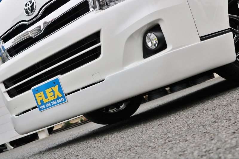 GIBSONフロントスポイラーキマッてます♪ | トヨタ ハイエース 2.7 GL ロング ミドルルーフ ベットキット・ナビ・モニター付き