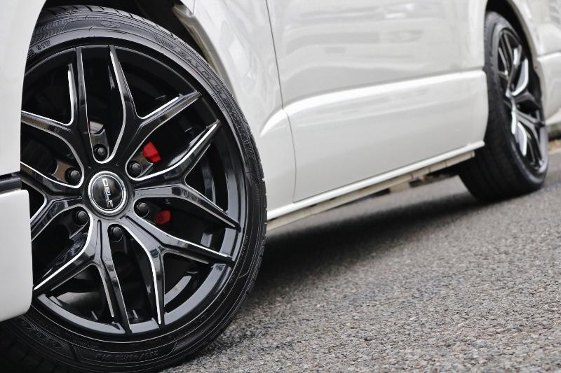 フロントキャリパーペイントしてホイールとマッチしております♪ | トヨタ ハイエース 2.7 GL ロング ミドルルーフ ベットキット・ナビ・モニター付き