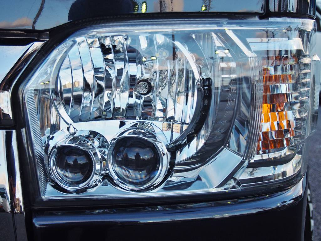 LEDヘッドライトで視認性アップ! | トヨタ ハイエースバン 2.0 スーパーGL ダークプライム ロングボディ