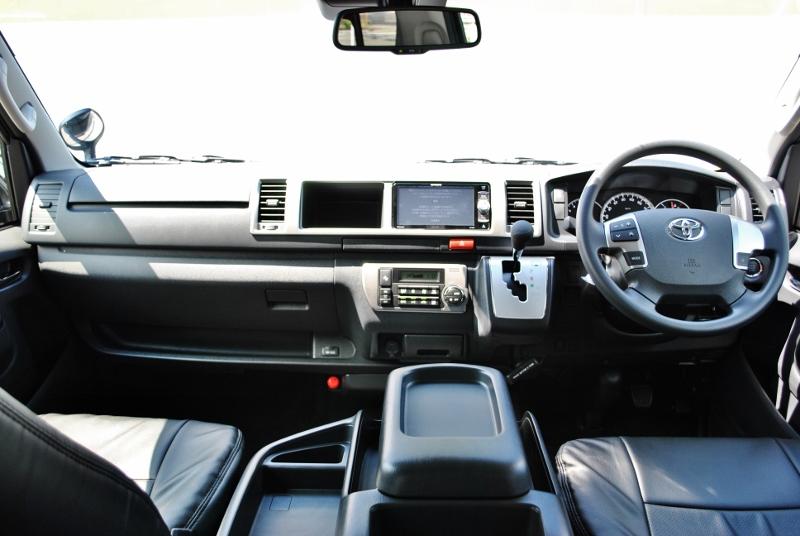 機能満載ですが使いやすくまとめられたコックピット! | トヨタ ハイエース 2.7 GL ロング ミドルルーフ TSS付