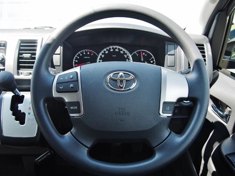 メーカーオプションのステアリングオーディオスイッチで目線をそらさずにオーディオ操作を出来ます! | トヨタ ハイエース 2.7 GL ロング ミドルルーフ TSS付