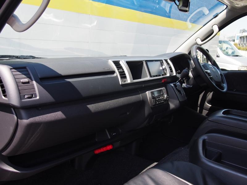 フロントシートも広くてゆったりできます! | トヨタ ハイエース 2.7 GL ロング ミドルルーフ TSS付