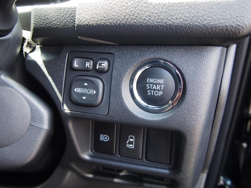 メーカーオプションのスマートエントリー&スタートシステムと左側パワースライドドア操作スイッチ!運転席からでもスライドドア操作が出来ます! | トヨタ ハイエース 2.7 GL ロング ミドルルーフ TSS付