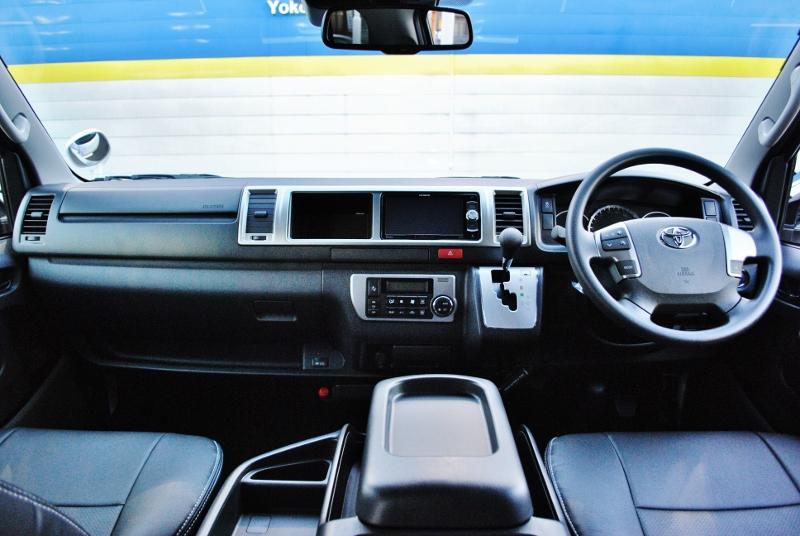 シンプルなコックピット♪ | トヨタ ハイエース 2.7 GL ロング ミドルルーフ TSS付き