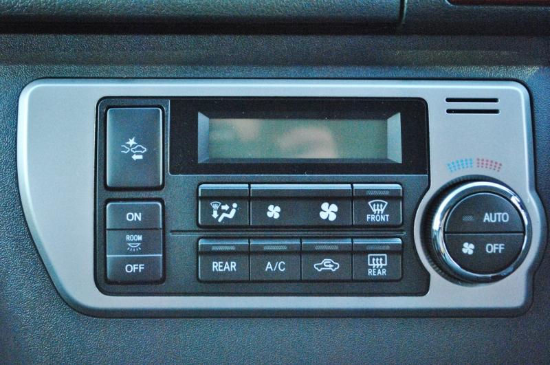 操作性抜群なオートエアコン♪ | トヨタ ハイエース 2.7 GL ロング ミドルルーフ TSS付き