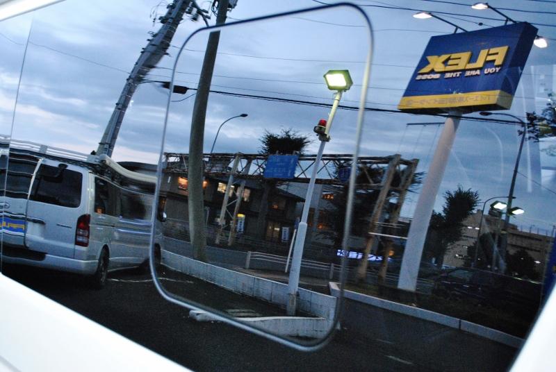 セカンドには小窓付き♪換気も抜群です♪♪ | トヨタ ハイエース 2.7 GL ロング ミドルルーフ TSS付き