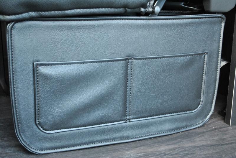 2列目シート下に荷物を置いても目隠しできます! | トヨタ ハイエース 2.7 GL ロング ミドルルーフ 4WD TSS付シートアレンジR1