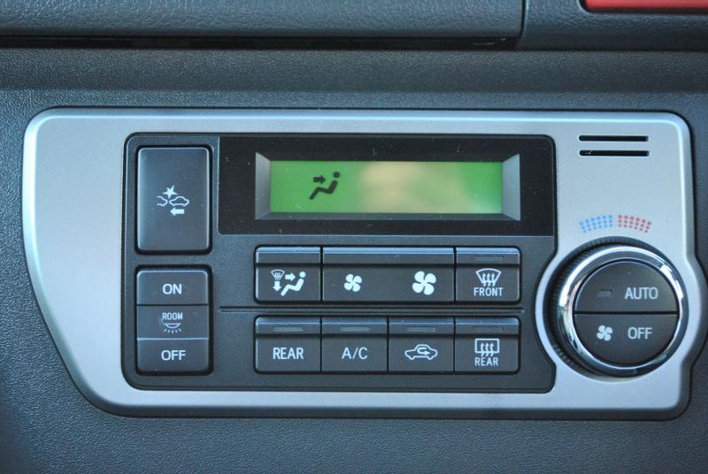 操作しやすいエアコンパネルです! | トヨタ ハイエース 2.7 GL ロング ミドルルーフ 4WD TSS付シートアレンジR1