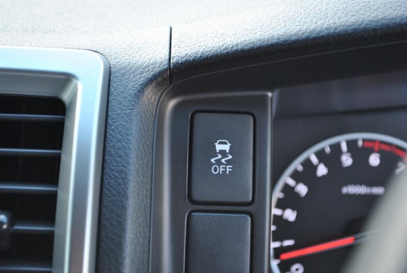 VSCのオンオフスイッチはメーター横にあるので操作しやすいです! | トヨタ ハイエース 2.7 GL ロング ミドルルーフ 4WD TSS付シートアレンジR1