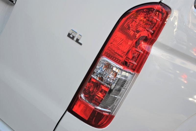 寒冷地仕様車の為、リアフォグランプ(右側のみ)が付いています! | トヨタ ハイエース 2.7 GL ロング ミドルルーフ 4WD TSS付シートアレンジR1