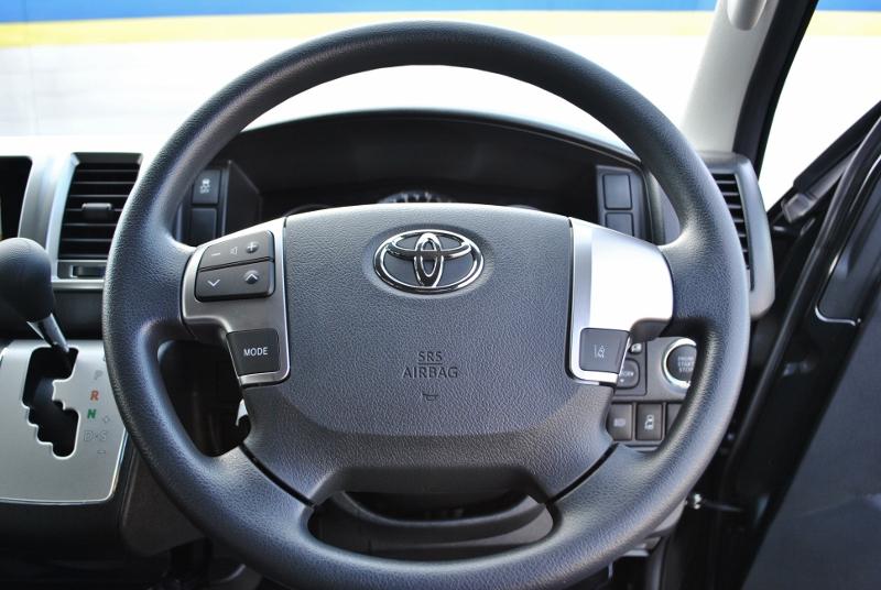 シンプルなステアリング周り♪ | トヨタ ハイエース 2.7 GL ロング ミドルルーフ セーフティー付き Ver1施工