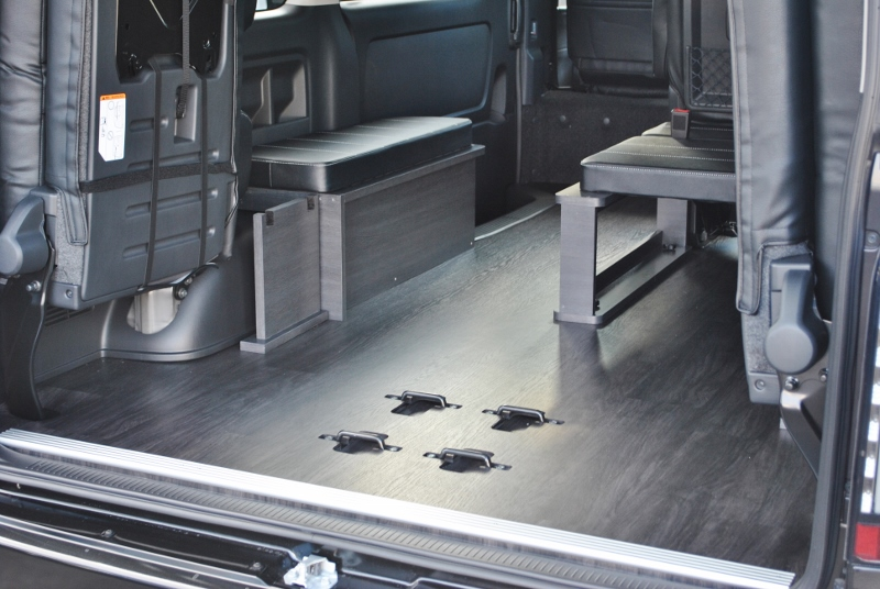 フロア施工しているのでお掃除楽々♪   トヨタ ハイエース 2.7 GL ロング ミドルルーフ セーフティー付き Ver1施工