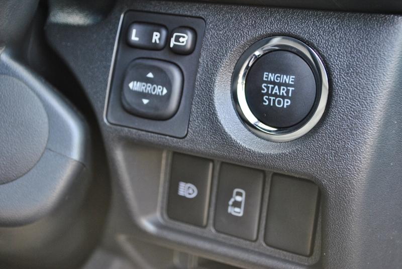 メーカーオプションのスマートキー&プッシュスターターが付いてます♪   トヨタ ハイエース 2.7 GL ロング ミドルルーフ セーフティー付き Ver1施工
