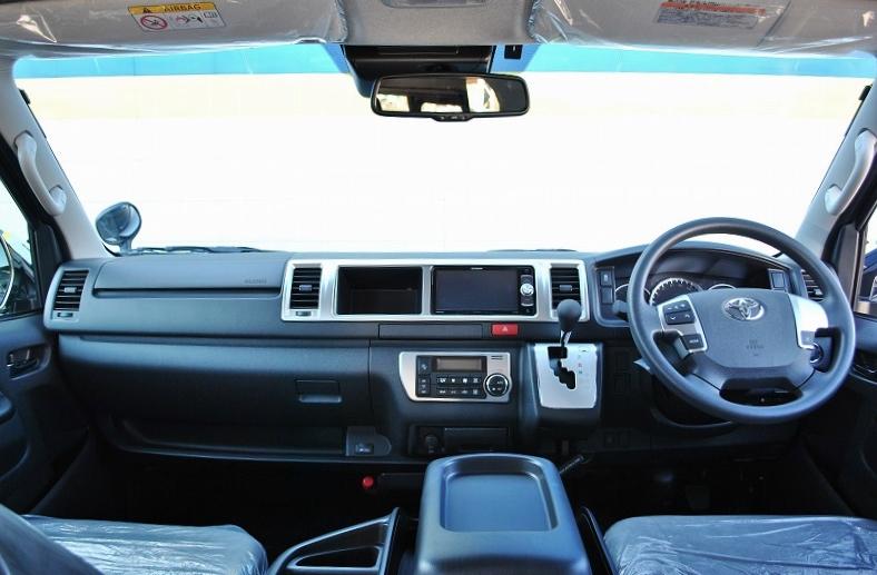 シンプルなフロント周り♪ | トヨタ ハイエース 2.7 GL ロング ミドルルーフ TSS付 ナビパッケージ