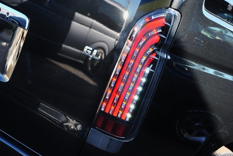 夜間の点灯時にカッコイイ煌きテールランプ♪ | トヨタ ハイエース 2.7 GL ロング ミドルルーフ TSS付 ナビパッケージ