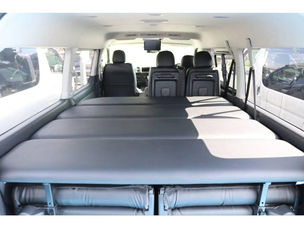 フレックス オリジナルベッドキットで車中泊もできます。