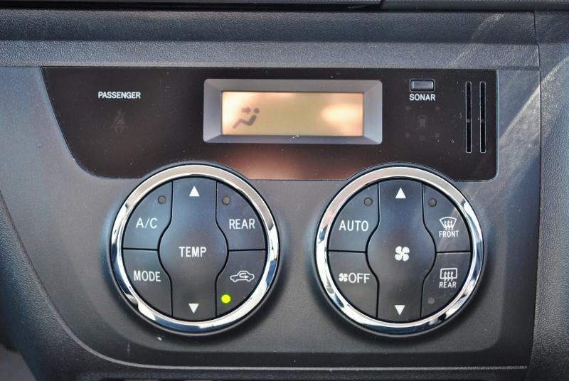 オートエアコンが付いた3型ベースです! | トヨタ ハイエース 2.7 GL ロング ミドルルーフ 4WD クラシックリノカ オークブラウンパール