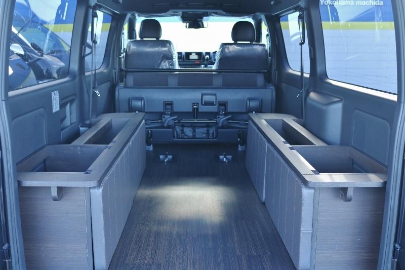 BOX内に収納が出来ます♪   トヨタ ハイエースバン 2.0 スーパーGL 50TH アニバーサリー リミテッド ロングボディ パワスラ付 Ver4ベットキット