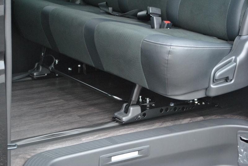 後席はスライドレールで位置調整を出来ます! | トヨタ ハイエースバン 2.0 スーパーGL ダークプライムⅡ ロングボディ PS無 ARRANGE FU-N
