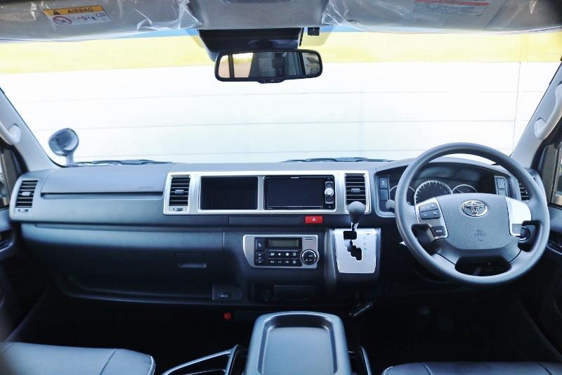 シンプルなコックピット♪ | トヨタ ハイエース 2.7 GL ロング ミドルルーフ TSS付 シートアレンジ AS