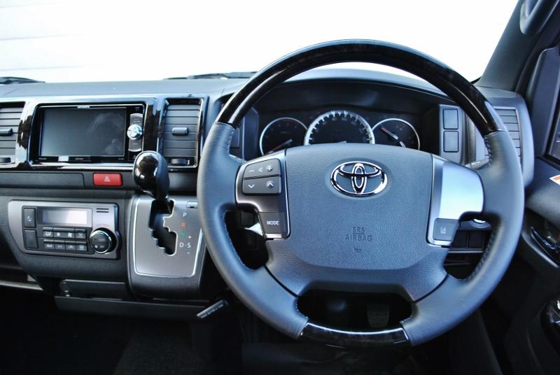 お洒落なフロント周り♪ | トヨタ ハイエースバン 2.8 スーパーGL ダークプライムⅡ ロングボディ ディーゼルターボ 4WD Ver4 小窓あり