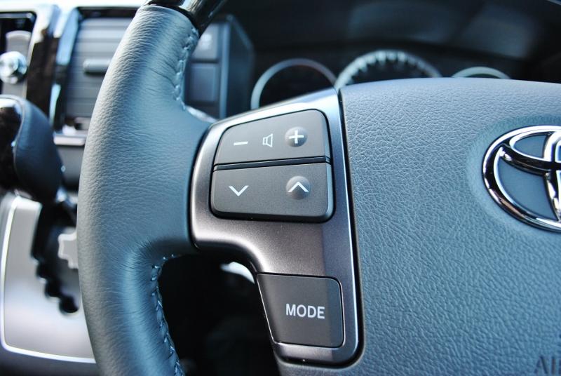 ステアリングにはオーディオスイッチがあるので操作しやすいです♪ | トヨタ ハイエースバン 2.8 スーパーGL ダークプライムⅡ ロングボディ ディーゼルターボ 4WD Ver4 小窓あり